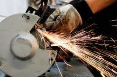 Industrieller Schleifer und Funken Lizenzfreies Stockbild