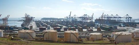 Industrieller Seehafen u. Containerbahnhof Stockbilder
