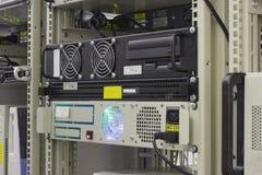 Industrieller Server in der Zahnstange der Kollokationmitte lizenzfreie stockbilder