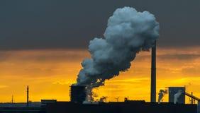 Industrieller Sonnenuntergang Stockbild