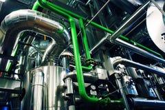 Industrieller Stahl leitet Ventile durch Rohre Lizenzfreie Stockfotografie