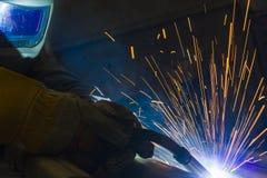 Industrieller Stahlschweißer in der Fabrik technisch, Stockfotos