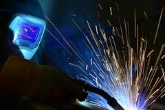 Industrieller Stahlschweißer in der Fabrik technisch, Lizenzfreies Stockfoto