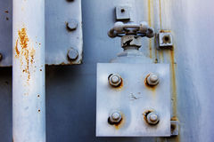 Industrielles blaues Rohr mit Ventil Stockfoto