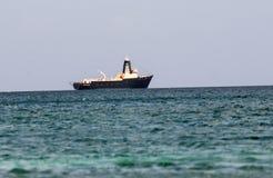 Industrielles Boot in Karibischen Meeren Lizenzfreie Stockbilder
