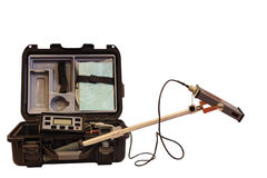 Industrielles Instrument für das Maß der Hintergrundstrahlung lokalisiert auf weißem Hintergrund Lizenzfreie Stockbilder