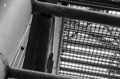 Industrielles Treppenhaus Nahaufnahme Addieren Sie grauen Tönungseffekt Stockfotografie