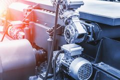 Industriellt automatiskt slut för utrustning för maskinhjälpmedel upp, fabriks- metallarbetebakgrund för abstrakt bransch royaltyfri foto
