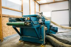 Industriellt automatiskt slut för utrustning för maskinhjälpmedel upp, fabriks- metallarbetebakgrund för abstrakt bransch arkivbild