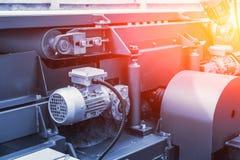 Industriellt automatiskt slut för utrustning för maskinhjälpmedel upp, fabriks- metallarbetebakgrund för abstrakt bransch royaltyfria bilder
