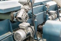 Industriellt automatiskt slut för utrustning för maskinhjälpmedel upp, fabriks- metallarbetebakgrund för bransch fotografering för bildbyråer