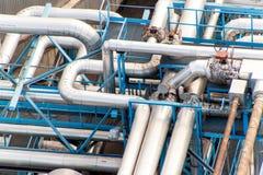 industriellt begrepp Behållare för vätskegas Gaslagring i porten Rörledningar i raffinaderiet Fotografering för Bildbyråer