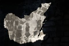Industriellt fördärvar byggande detaljer Trängt igenom solljus arkivfoto