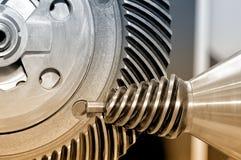 Industriellt koniskt kugghjul och ett runt kugghjul, kugghjul Royaltyfri Fotografi