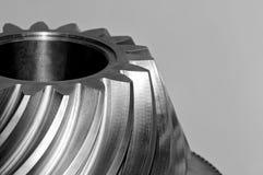 Industriellt koniskt kugghjul, kugghjul Svartvit tonad bild royaltyfria bilder
