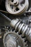 Industriellt konstbegrepp, kugghjul, skruv, hjul Arkivfoto