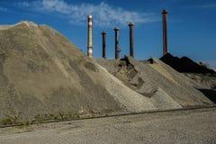 Industriellt lager av råvaror för cementproduktion och Royaltyfri Fotografi
