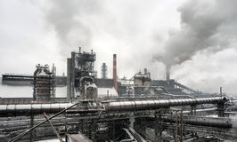 Industriellt landskap av metallurgical industriellt Arkivbild