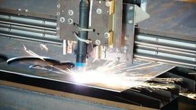 Industriellt plasmamaskinklipp av metallplattan gem Bitande klipp för gas för metallplattor Klipp för stålplatta vid gas Royaltyfri Fotografi