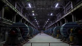 Industriellt seminarium eller hangar på produktion av ventilationssystem Abstrakt bakgrund för Metalworking fabrik med lotter arkivfilmer