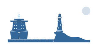 Industriellt skepp och fyr i havet Royaltyfria Foton