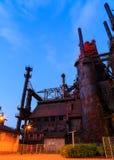 Industriellt stål staplar rostat och färgrikt med tiden i Betlehem PA på en sommardag Fotografering för Bildbyråer
