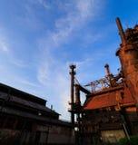Industriellt stål staplar rostat och färgrikt med tiden i Betlehem PA på en sommardag Arkivbilder