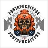 Industriellt stolpe-apokalyps vapensköld med skallen, grunge tappningdesignt-skjortor Royaltyfri Fotografi