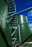 Industriestahlrohrleitungen und -ventil stockfotografie