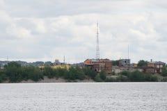 Industriezone, het materiaal van olieraffinage, Close-up van industriële pijpleidingen van een olie-raffinaderij installatie, Det stock afbeeldingen