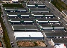 Industriezone - rijen van pakhuizen Stock Foto