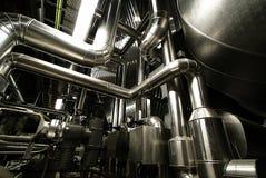 Industriële de kleppenisolatie van staal glanzende pijpleidingen Royalty-vrije Stock Fotografie