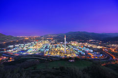 Industriële fabriek bij nacht Royalty-vrije Stock Fotografie