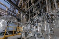 Industriële pijpen in een thermische elektrische centrale Stock Foto