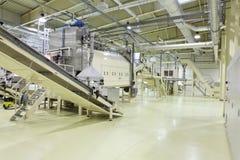 Industriële ruimte - transportbandlijn Royalty-vrije Stock Afbeeldingen