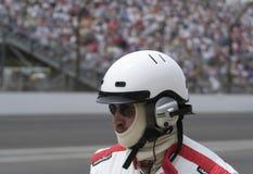 Indy 500 Ras Pit Crew Member met Helm en Hoofdtelefoon Royalty-vrije Stock Foto's