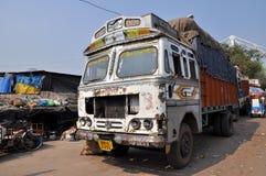indyjska stara ośniedziała ciężarówka zdjęcie stock