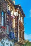 indyk istanbul Starzy drewniani domy na wąskiej ulicie Zdjęcia Stock