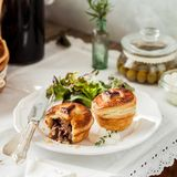 Indywidualni Ptysiowego ciasta Mięśni kulebiaki Zdjęcie Royalty Free
