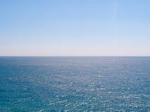 Ine моря и неба горизонта голубых Стоковые Изображения