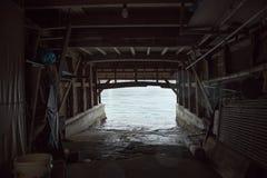 Ine Boathouse es pescador tradicional Village en un día lluvioso de Kyoto fotografía de archivo