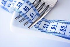 Ineengestrengelde vork met Metrisch Meetlint stock foto