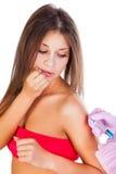 Inenting van jonge mooie vrouw stock fotografie