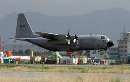 INFÉRIEUR ENLEVEZ C -130 Photographie stock