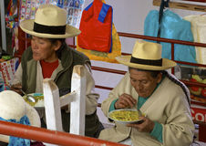 Infödd marknad för Lunchtime, Peru Arkivfoto