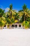 Infött tropiskt hus på stranden Filippinerna av för den bantayan ön, Santa Fe, 08 11 2016 Fotografering för Bildbyråer