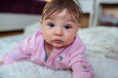 Inf?ncia feliz Retrato de um beb? bonito imagens de stock royalty free