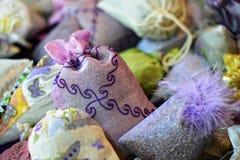 Infall dekorativa lavendelpåsar arkivbilder