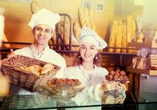 Infall och kakor för personal erbjudande Royaltyfria Foton