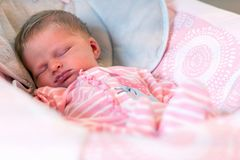 Free Infant Baby Sleeping Peacefully At Home In Bouncer Stock Photo - 165675610